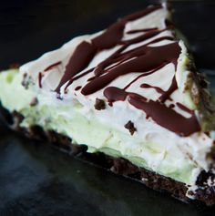 We've fallen in love. Deeply, deeply in love. With this vegan Minty Grasshopper Pie.