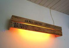 Pallet Wall Light: #Pallets #DIY #RePurpose #Lighting #WallDecor