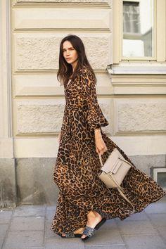 Fashion Tips Moda Fashion Mode, Modest Fashion, Boho Fashion, Autumn Fashion, Fashion Dresses, Fashion Looks, Womens Fashion, Ladies Fashion, Animal Print Outfits