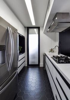 Coffee Bar Home, Decoration, Home Office, Kitchen Design, Kitchen Modern, Kitchen Cabinets, New Homes, Bathtub, Black And White
