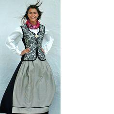 Bilde av Festdrakten «SILKEFIN» Victorian, Sewing, Dresses, Fashion, Vestidos, Moda, Dressmaking, Couture, Fashion Styles