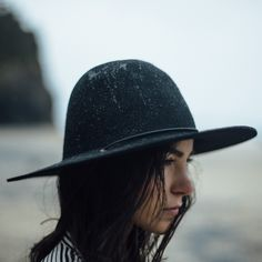 Such a great hat - and love the size. Find a similar one here: http://asos.do/eVM6Ts