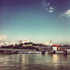 Moja #Bratislava (by @PeterSedlacik) Bratislava Slovakia, Travel Photography, Castle, River, City, World, Places, Instagram Posts, Image
