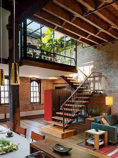 Vintage industrial style decor trends to make a lasting impression in your guests! n industrial loft design was meant for an artist and it combines the best of both worlds. A living area and a workshop. This industrial interior loft is a wonde Design Loft, Loft Interior Design, Design Exterior, Luxury Interior, Luxury Loft, Eclectic Design, Studio Design, Design Design, Loft Estilo Industrial