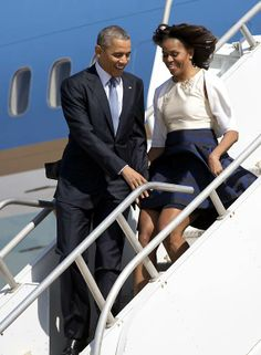 President Obama averts wife Michelle's skirt from blowing up twice! (see pics)