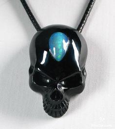 Black Obsidian Skull Pendant- me want so much!