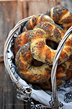 The flavors of Alsace: A breakfast today . bagels with poppy seeds Bread Machine Recipes, Bread Recipes, Baking Recipes, Polish Desserts, Polish Recipes, Polish Food, Bread Bun, Bread Rolls, Magic Recipe