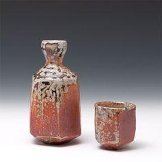 Risultati immagini per lisa hammond pottery Pottery Mugs, Ceramic Pottery, Pottery Ideas, Sake Sushi, Lisa Hammond, Sake Bottle, Japanese Pottery, Modern Ceramics, Tea Bowls
