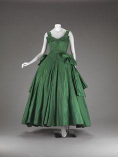 Christian Dior, Designer (French, 1905-1957), silk taffeta, 1954 evening dress Vintage Dior, Vintage Couture, Mode Vintage, Vintage Vogue, Vintage Dresses, Vintage Outfits, Vintage Clothing, Vintage Hats, 1950s Fashion