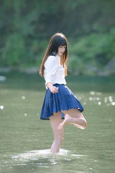 Japanese girl by the river Cute Asian Girls, Beautiful Asian Girls, Cute Girls, School Uniform Girls, Girls Uniforms, Kawai Japan, Pretty Asian, Japan Girl, Asia Girl