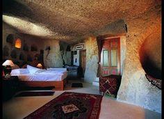 今年泊まるべき、パリの新世代ホテル15選!|Tablet Hotels 「博物館ホテル」 トルコ、カッパドキア遺跡にある