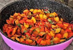 Paradicsomos sült zöldségek Zucchini, Ratatouille, Healthy Eating, Mexican, Ethnic Recipes, Food, Tomatoes, Kochen, Essen