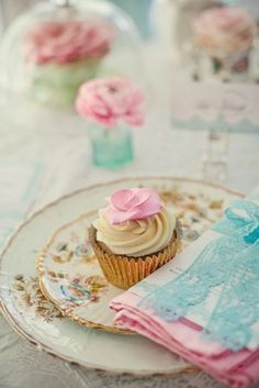 Pink & Turqoise ~ Decor and Detail Inspiration for a Tea Party Style Wedding… Pink Cupcakes, Baking Cupcakes, Wedding Cupcakes, Turquoise Cupcakes, Elegant Cupcakes, Turquoise Table, Valentine Cupcakes, Baking Desserts, Pink Turquoise