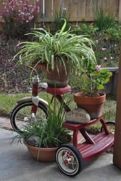 Tricycle planter garden art idea - see anything can be used for a plant stand Garden Junk, Garden Yard Ideas, Diy Garden, Garden Crafts, Garden Cottage, Lawn And Garden, Garden Projects, Planter Garden, Bike Planter