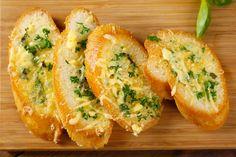 Deze courgette boter- of beter spread- is niet alleen super lekker maar ook nog gezond en supersnel klaar. Makkelijk een week te bewaren in je ijskast