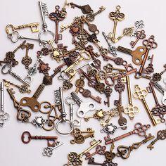 Steampunk Set 17pc Gothic KEYS Mix Vintage Jewellery Beads Charm and Pendant