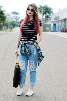 Meninices da Vida: Look Camila Rech: jeans destroyed, listras e tênis.