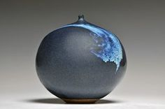 paaschepottery:  curedbyfire:  Ginny Marsh Bottle with Moonlight Glaze  OGODS THE PERFECT BLUE SWISH ASDFGHJKL