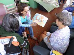 Visita ao Asilo Antonio de Pádua, comemorando o Dia dos Pais, em 2014, por meio de leituras.