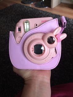 Camera Polaroid - Ideas That Produce Nice Photos No Matter Your Talent! Fujifilm Instax Mini, Instax Mini Case, Instax Mini Ideas, Polaroid Instax Mini, Poloroid Camera, Polaroid Cases, Polaroid Photo Album, Cute Camera, Mini Camera