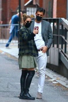 Olivia Palermo Lookbook, Olivia Palermo Style, Stylish Couple, High Fashion, Womens Fashion, Weekend Wear, Fashion Lookbook, Skirt Outfits, Style Icons