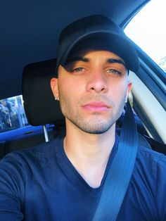 Δ Erick Brian Colón Δ ( Erick Brian Colon Instagram, Erik Brian Colon, Boys Who, My Boys, Brian Christopher, Just Pretend, Fine Boys, Latin Music, Prince Royce