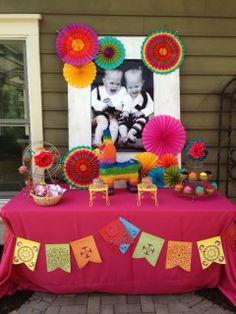Decoracion de mesa de postres para una fiesta mexicana. #FiestaMexicana