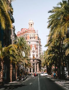 Valencia, the birthplace of Paella is a true gem often overlooked by its brother Barcelona. Discover the best things to do in Valencia on a city trip. Backpacking Europe, Places To Travel, Places To Visit, Old Gates, Valencia City, Valence, Barcelona City, Andalucia, Tour Eiffel