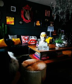 Your Gathered Home: A Rock & Roll Glam Flat in the UK - The Gathered Home Black walls with bursts of primary-colored accessories in Pati Robin's Rock & Roll Glam Gathered Home Dark Interiors, Colorful Interiors, Apartment Interior Design, Interior Decorating, Decorating Games, Interior Office, Decorating Websites, Room Interior, Interior Ideas
