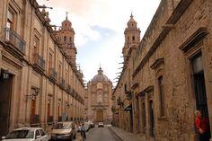 Las coloniales callecitas de #Morelia, en el estado mexicano de #Michoacan, ciudad que vale la pena recorrerla de principio a fin.