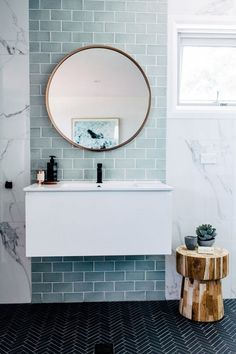 Home Decorating Ideas Bathroom Marble look wall tile Feature tile on shower/bath wall & grey flooring Blue Feature Wall, Bathroom Feature Wall, Small Bathroom Tiles, Modern Small Bathrooms, Feature Tiles, Diy Bathroom Decor, Modern Bathroom Design, Bathroom Interior Design, Bathroom Marble