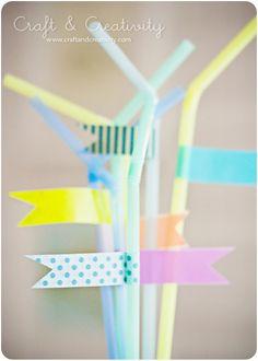 Pailles et masking tape : ajouter les prénoms pour que les enfants ne mélangent plus leurs verres.