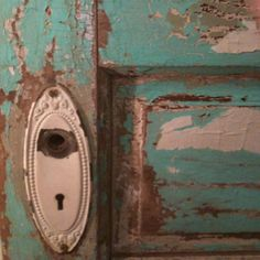 Make a headboard out of an old vintage door!!