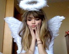 ICON Meliknur father is filling your neck Angel Aesthetic, White Aesthetic, Aesthetic Girl, Aesthetic Makeup, Halloween Kostüm, Halloween Outfits, Angel Halloween Costumes, Pretty People, Beautiful People