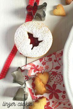 Linzer Cookies, Menu, Christmas Ornaments, Holiday Decor, Sweets, Menu Board Design, Christmas Jewelry, Christmas Decorations, Christmas Decor