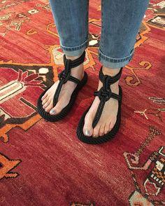 Congrats to our amiga isabelmarant on these amazing sandals. Spring is here! #isabelmarantshoes #isabelmarantlesley #flats #ss16 #graanmarkt13