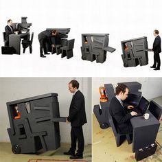 Kruikantoor de Tim Vinke, créé en 2009. Bureau mobile; recherche ludique, rapide à moduler. Auto moulage, polystyrène compensé.