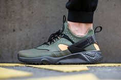 Nike Air Huarache Utility Carbon Green. Available now. http://ift.tt/1LWWcGZ