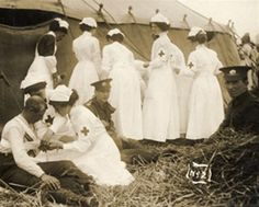 The History of Nursing Red Cross nurses tend to wounded soldiers during World War I. Wilhelm Ii, Kaiser Wilhelm, History Of Nursing, Medical History, Women In History, World History, World War One, First World, Old Photos