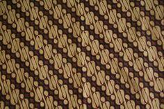 Skirt cloth (kain panjang). Indonesia, Java, Pekalongan and Yogyakarta (dua negri). Hand drawn, batik tulis worn draped around the waist. This cloth is a lovely combination of north coast and central ...   rugrabbit.com