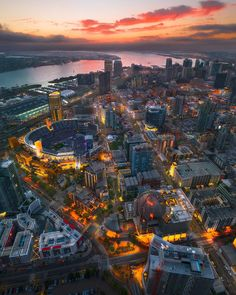 Sunset above Downtown San Diego San Diego Skyline, San Diego City, San Diego Travel, San Diego Houses, San Diego Downtown, Vallejo California, Downtown Photography, Travel Aesthetic, Night Aesthetic