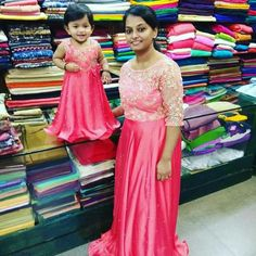 Mom Daughter Matching Outfits, Mommy And Me Outfits, Kids Outfits, Mother Daughter Fashion, Mother Daughters, Party Wear Long Gowns, Mom And Baby Dresses, Designer Dresses For Kids, Kids Frocks
