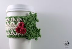 [Free Pattern] Simple And Quick Coffee Cup Cozy With Holly Leaf And Berries Embellishment
