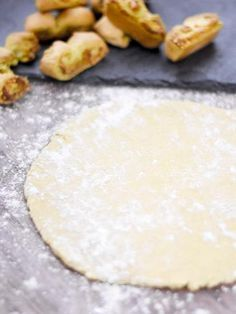 Extremely quick and easy puff pastry for Swiss children – Marmiton cooking recipe: a recipe Pie Crust Recipes, Cake Recipes, Dessert Recipes, Bread And Pastries, French Pastries, Fun Cooking, Cooking Recipes, Desserts With Biscuits, Food Categories