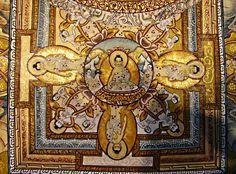 Tangka Tibetaanse Thang-ka - Little Buddha : Ware kunst geeft toegang tot het goddelijke  Een prachtige authentieke Thang-ka uit Tibet. Een prachtige voorstelling met centraal De cirkel stelt de kosmos voor met daarin het goddelijk kasteel met 4 poorten naar alle windrichtingen en dit is verbeeld op 3 niveaus.  Centraal in het kasteel is alle kosmische kennis gebundeld. Het is geschilderd op papier in de jaren 60. Het is recent ingelijst, maar zit niet achter glas. Het is door een monnik…