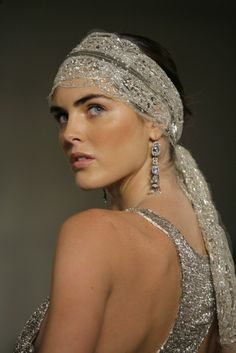 Hilary Rhoda with a beaded headband - Vogue. Headpiece Wedding, Bridal Headpieces, Fascinators, Estilo Gatsby, Silvester Make Up, Hilary Rhoda, Becoming An Actress, Moda Vintage, Fashion Models