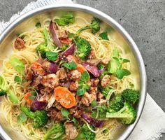 Linguine med krämigt isterband och oregano   Isterband är en riktig klassiker och fantastiskt gott. Det som skiljer denna rätt från andra är att du använder korvfyllningen i såsen. Det krämiga står grädden för och med de mosade isterbanden, morötter och buljong är detta en fantastisk välsmakande kombination. Servera med nykokt linguine och broccoli.