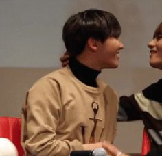 JUST LOOK HOW TEAHYUNG IS SMILING I CANT EVEN