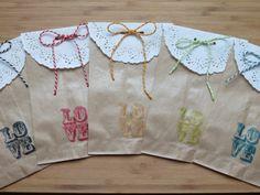 Kit 10 sacchetti di carta kraft stampa LOVE, misura 18cm*12cm