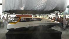 Het studententeam Solar Team Eindhoven (STE) van de Technische Universiteit Eindhoven (TU/e) heeft op donderdag 4 juli 2013 's werelds eerste gezinsauto op zonne-energie gepresenteerd.   July  2013